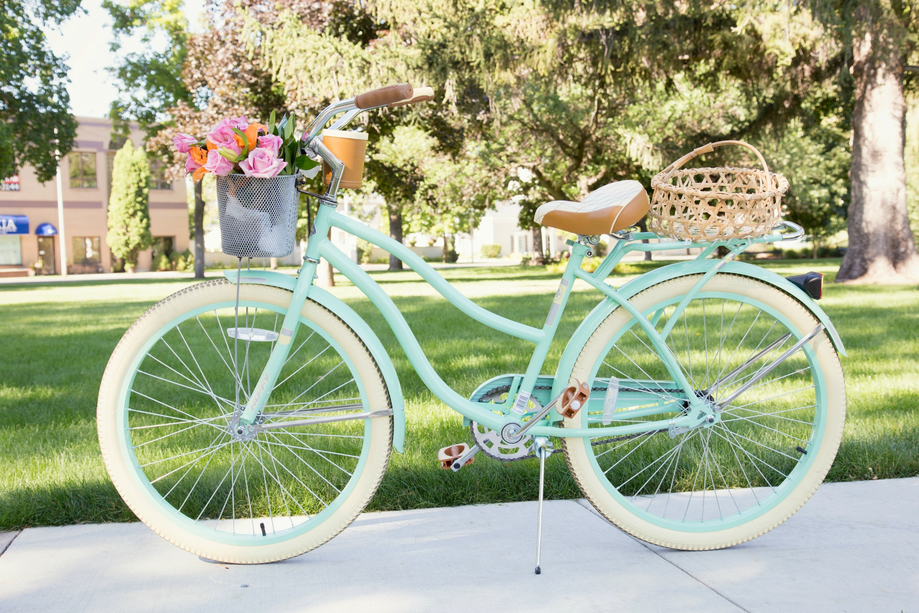 turquoise cruiser bike with flowers