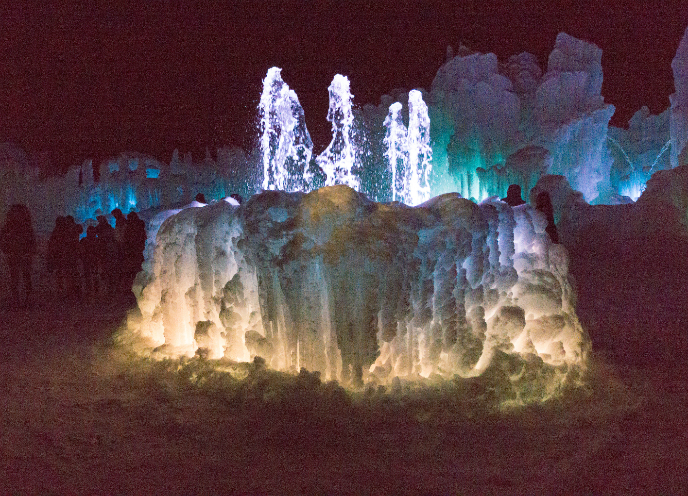 midway ice castle fountain